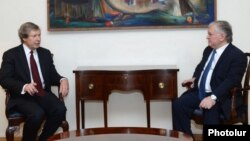 Armenia - Foreign Minister Edward Nalbandian (R) meets with James Warlick, the U.S. co-chair of the OSCE Minsk Group, Yerevan, 10Jun2015.