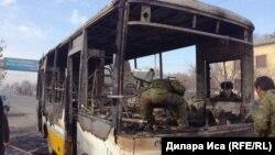 Сгоревший в Шымкенте автобус, который ездил по маршруту внутри города. 23 января 2018 года.