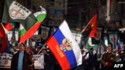 Чоловік з російським прапором під час мітингу на Національному дні Болгарії в центрі Софії. Березень, 2017 рік