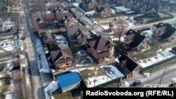 У власності дружини Шемчука, зокрема, і цей будинок під Києвом