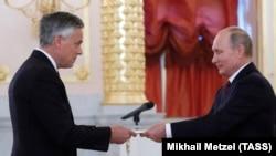 Cu președintele Vladimir Putin la ceremony de acreditare a ambasadorului american Jon Huntsman la 3 octombrie 2017