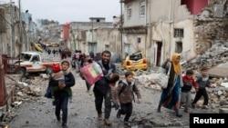 ирачко семејство бега од Мосул, 04.03.2017.
