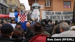 Rozalija Bartolić, udovica ratnog veterana, govori na prosvjedu
