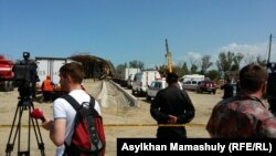 Алматыда құрылысы жүріп жатқан көпір құлаған орын. 24 сәуір 2015 жыл.