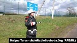 Вартовий неподалік Яворівського полігону, Львівщина, квітень 2015 року