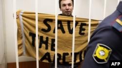Активист Greenpeace Томаш Демьянчик на судебном слушании в Санкт-Петербурге, 19 ноября 2013 года.