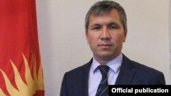 Мамлекеттик кадр кызматынын директору Акрам Мадумаров.