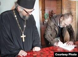 Падчас прэзэнтацыі «Марсіянаў...» у Полацкай грэка-каталіцкай парафіі.