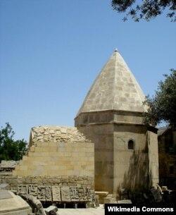 Bakuvinin İçərişəhərdəki məqbərəsi