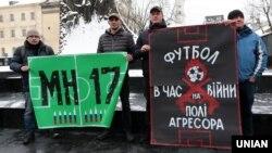 Акция «Стоп Путин! Стоп война!» за бойкот в России Чемпионата мира по футболу 2018. Львов, 22 января 2018 года