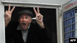 Эдуард Лимонов во время задержания на одной из акций Стратегии-31