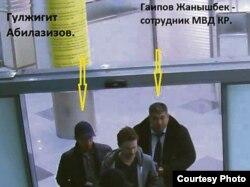 Гульжигит Абилазизов в сопровождении сотрудников МВД.