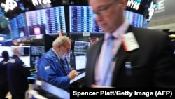 Трейдеры на Нью-Йоркской фондовой бирже (архивное фото)