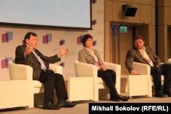 Дискутируют Евгений Гонтмахер, Авдотья Смирнова, Никита Белых