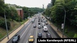 Бульвар Дружби Народів у Києві, де встановлено дві камери фото- та відеофіксації порушень ПДР