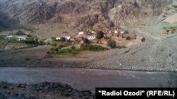 Река на границе Таджикистана с Афганистаном. Бадахшанская область, 20 сентября 2011 года.