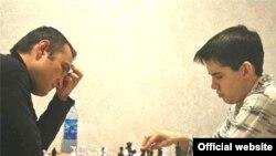 """""""Aeroflot Open""""-2008: Фаррух Амонатов (аз чап) ва Ян Непомняший дар даври 7"""