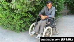 Türkmen resmileri 2009-2014-nji ýyllar aralygynda maýyplaryň arabalaryndan 1780 sanysynyň mugt berlendigini aýtdylar.