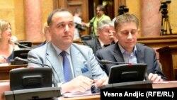 Postavljanje Zorana Babića (na slici levo) za direktora javnog preduzeća tokom trajanja formalnog konkursa - primer partijskog imenovanja: Dragan Dobrašinović