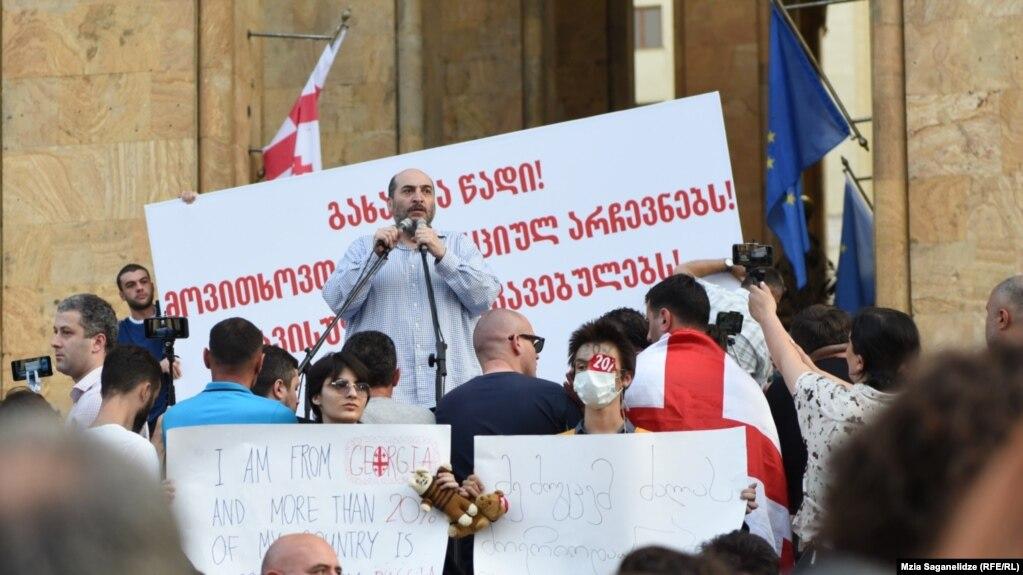 В Тбилиси идет третий день протестов. Требования не изменились