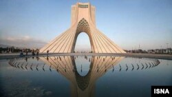 برج آزادی در سال ۱۳۴۹ توسط حسین امانت، معمار ایرانی، ساخته شد.