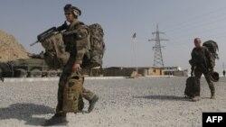 Французские солдаты покидают военную базу после официальной передачи ее афганцам. Окрестности Кабула, 31 июля 2012 года.