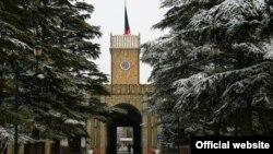 Приспущений національний прапор на будівлі президентського палацу в Афганістані, 15 січня 2017 року