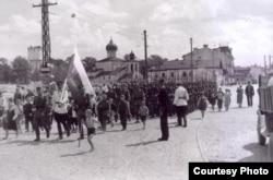 Военнослужащие Гвардейского батальона Русской освободительной армии РОА в Пскове. 22 июня 1943 года