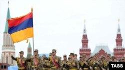 Ermənistan ordusu Moskvadakı paradda, 9 may 2010