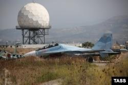 Российский многоцелевой истребитель Су-30 на базе в сирийской Латакии. Эти самолеты состоят на вооружении в том числе ВВС Индии