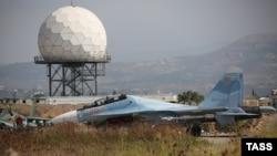Российский самолет Су-30 на авиабазе в Латакии