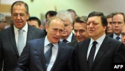 European Commission President Jose Manuel Barroso (right) welcomes Russian Prime Minister Vladimir Putin and Foreign Minister Sergei Lavrov to Brussels.