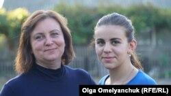 Наталя та її донька Катерина живуть із родиною у селищі Бердянське, яке лінія розмежування може поділити навпіл