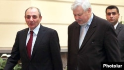 Amenia -- Nagorno-Karabakh President Bako Sahakian (L) is pictured after holding talks in Yerevan with Lithuanian Foreign Minister and OSCE Chairman-in-Office Audronius Azubalis, 18Mar2011.