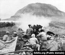Абстрэл пазыцый пры бітве за Івадзіму. 1945