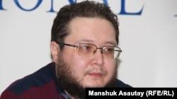 Махамбет Ауезов, журналист. Алматы, 12 января 2016 года.