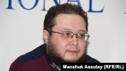 Махамбет Ауезов, главный редактор газеты «Деловая неделя». Алматы, 12 января 2015 года.