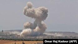 آرشیف: سوریه در هنگام حمله هوایی در ادلیب ۱۹ اگست ۲۰۱۹