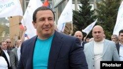 Гагик Царукян, на заднем плане Эдуард Бабаян