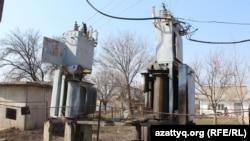 Старые трансформаторы в Жанаталапе. Шымкент, 8 марта 2017 года.