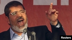 Egypt -- Islamist President-elect Muhammad Morsi delivers a speech on Cairo's Tahrir Square, 29Jun2012