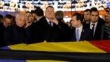 Președintele României Klaus Iohannis (centru) și premierul Ludovic Orban (dreapta), 22 decembrie 2019