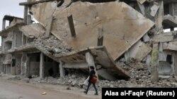 Pamje të rajonit Dera që është shkatërruar si pasojë e luftimeve.