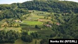 Na oglasima na Internetu oglašen je veliki broj seoskih kuća i njiva, a cene variraju. Seoska gazdinstva se mogu pronaći i za manje od 10 hiljada evra.