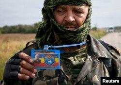 Сепаратист на блокпосту под Луганском