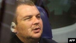 Дмитро Булатов у «швидкій допомозі» після прибуття на летовище Вільнюса, фото 2 лютого 2014 року
