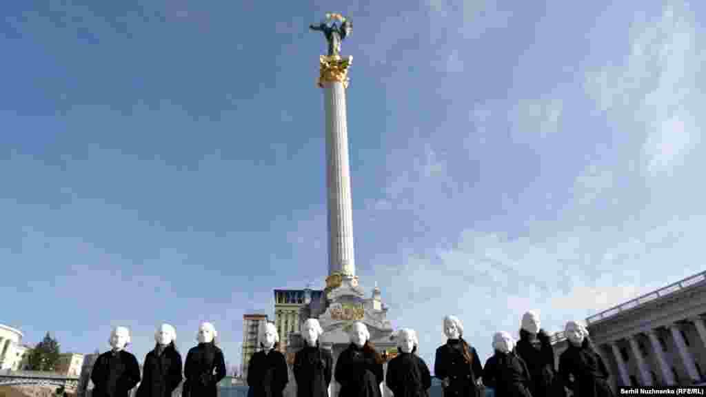 «Гоголі» на майдані Незалежності під час перфомансу