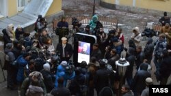 Открытие монумента Стиву Джобсу в Санкт-Петербурге, январь 2013 года.