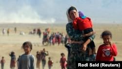 Իրաք – «Իսլամական պետության» զինյալների կողմից տեղահանված եզդի փախստականները շարժվում են դեպի Սիրիայի սահման, 11-ը օգոստոսի, 2014թ․