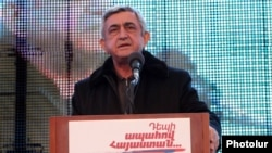 Հայաստանի նախագահ Սերժ Սարգսյանը քարոզարշավի ժամանակ, արխիվ